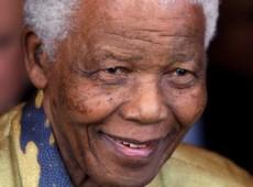 Hoje na História: 1994 - África do Sul elege Mandela em primeiras eleições multirraciais