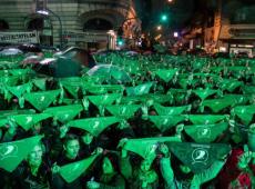 Com novo projeto de lei e manifestações, luta pela legalização do aborto recomeça na Argentina
