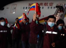 Médicos chineses chegam à Venezuela para auxiliar no combate ao coronavírus