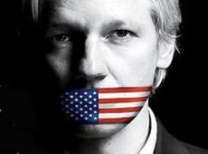 Assange foi algemado onze vezes e despido após julgamento de extradição para os EUA