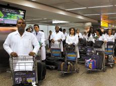 Brasileiros lamentam saída dos médicos cubanos do Programa Mais Médicos