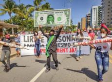 Negacionismo, fome, mortes e voto impresso: o samba de Bolsonaro para se manter no poder