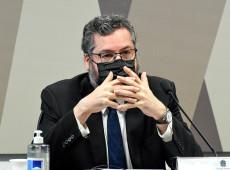 Em carta, diplomatas pedem saída de Ernesto Araújo