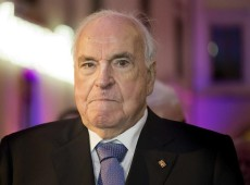 Ex-chanceler alemão Helmut Kohl está internado na UTI após operação no colón