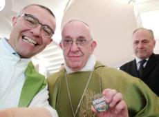 Papa faz novo apelo por abertura de portos a migrantes