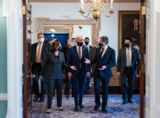 Governo Biden pressiona China sobre direitos humanos e reforça alianças em giro pela Ásia