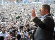 Presidente do Egito visita juízes da Suprema Corte para detalhar governo por decreto