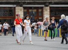 Covid-19: uso de máscara torna-se obrigatório em espaços abertos de Bruxelas e arredores