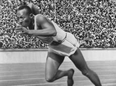 Berlim, 1936: Em plena Alemanha nazista, Jesse Owens confronta mito da supremacia ariana e conquista quatro medalhas de ouro