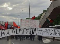 Um mês depois, crise da água contaminada continua afetando periferia do Rio de Janeiro