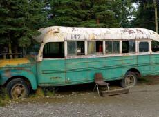 Autoridades do Alasca removem ônibus famoso pelo filme 'Na Natureza Selvagem'