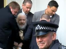 Žižek: Julian Assange revelou nossa liberdade corroída - agora somos tudo que ele tem