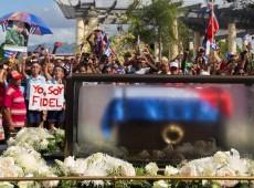 Povo nas ruas e simbolismo marcam fim do cortejo com cinzas de Fidel