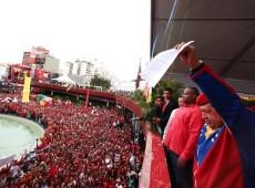 Glória ao bravo Chávez!