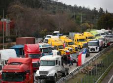 Los camioneros continúan cerrados y bloquean carreteras y puertos en Chile