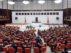 Parlamento da Turquia aprova envio de tropas à Líbia