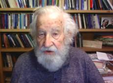 """Noam Chomsky: """"sin precedente el intento de Trump de mantenerse en el poder"""""""
