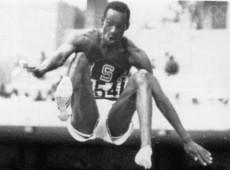 Cidade do México, 1968: Salto perfeito de Bob Beamon pulveriza recorde mundial da modalidade