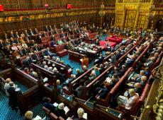 Câmara dos Lordes aprova emenda que bloqueia Brexit sem acordo