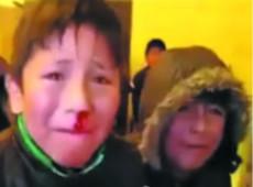 Jornalista filma uso de gás lacrimogêneo contra crianças e acaba torturado na Bolívia