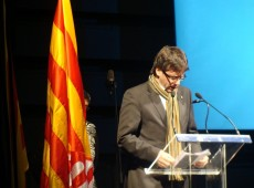 Puigdemont e ex-secretários catalães se entregam na Bélgica