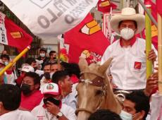 """Perú: En la segunda vuelta electoral, Pedro Castillo enfrentará una """"guerra sucia"""""""