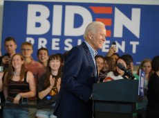 Biden acena para Sanders, mas disputa ainda não está consumada