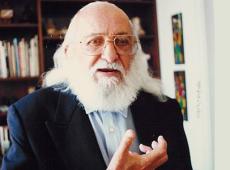 Me invade el alma tamaña injusticia contra el legado de mi abuelo, Paulo Freire
