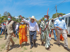 Castillo conseguiu um voto de confiança ou de desconfiança para seu gabinete no Peru?