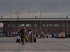 A três dias da retirada completa dos EUA, futuro do aeroporto de Cabul é quebra-cabeças
