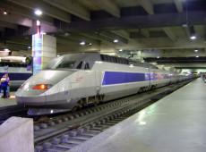 França transforma trem-bala em ambulância para transportar doentes do coronavírus