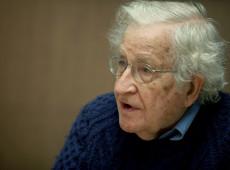 Estamos vivendo o período mais perigoso na história humana, alerta Chomsky