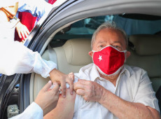 Lula toma segunda dose de vacina contra covid-19