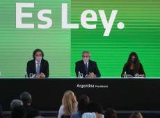 Somos um país mais igualitário, diz Fernández ao promulgar legalização do aborto na Argentina