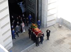 """Espanha celebra fim de """"anomalia"""" após exumação de ditador e retirada de mausoléu"""