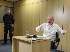 Ninguém gosta de lambe-botas, diz Lula sobre relação de Bolsonaro com EUA