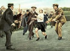 Londres, 1908: Maratonista italiano Dorando Pietri sofre a derrota de maior sucesso da história do esporte