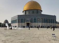 Ataque policial a mesquita em Jerusalém deixa ao menos 300 feridos