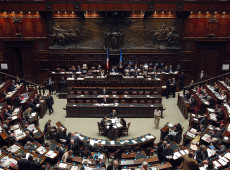 Primeiro-ministro da Itália obtém voto de confiança na Câmara