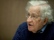 Bolsonaro e Paulo Guedes significam um desastre para o futuro do Brasil, diz Chomsky