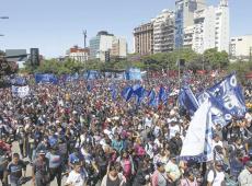 """Argentina: um milhão de pessoas pedem """"terra, teto e trabalho"""" em mobilizações pelo país"""