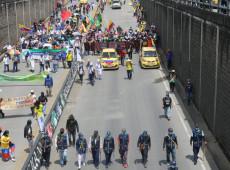 Após um mês de manifestações, Colômbia registra nova noite de repressão policial