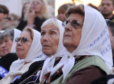 Aos 45 anos do golpe, argentinos homenageiam 30 mil desaparecidos da ditadura militar