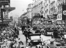 Hoje na História: 1938 - Hitler anuncia a anexação da Áustria pela Alemanha nazista