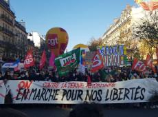 """Milhares de franceses saem às ruas para protestar contra projeto de lei sobre """"segurança global"""""""