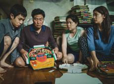 'Parasita' faz história e é 1º filme não falado em língua inglesa a vencer Oscar de melhor filme