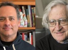 """Chomsky e Prashad: É grave que países mais ricos pratiquem política de """"nacionalismo da vacina"""""""