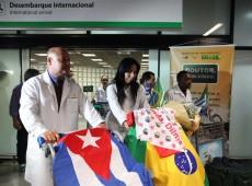 Primeira leva de cubanos integrantes do programa Mais Médicos chega ao Brasil