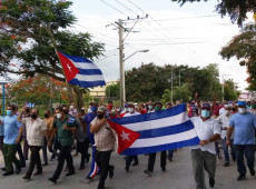 Protestos em Cuba: alvo de descontentamento, economia padece por bloqueio dos EUA e lentidão na implantação de reformas