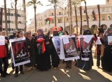 É hora das mulheres liderarem acordos de paz, diz autora francesa que cobriu queda de Kadafi
